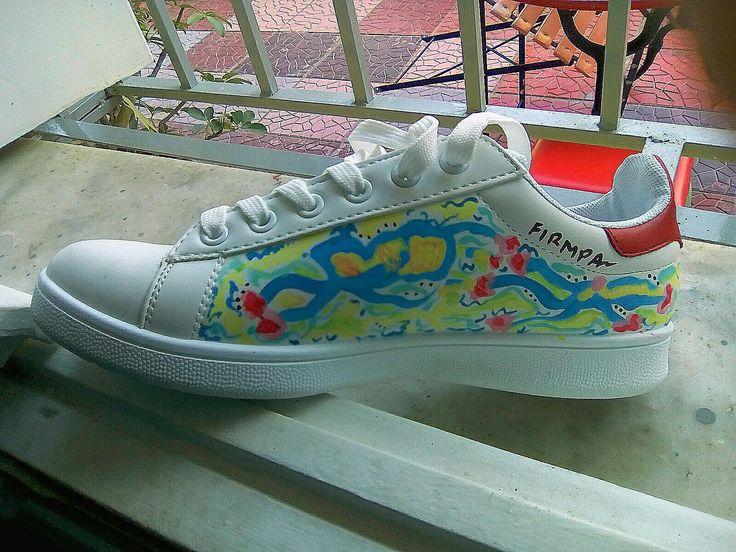 Ζωγραφισμενο στο χέρι παπούτσι με ανεξίτηλα οικολογικά χρώματα.Το σχέδιο κάθε πλευράς είναι μοναδικό κ δεν επαναλαμβάνετε 🎨