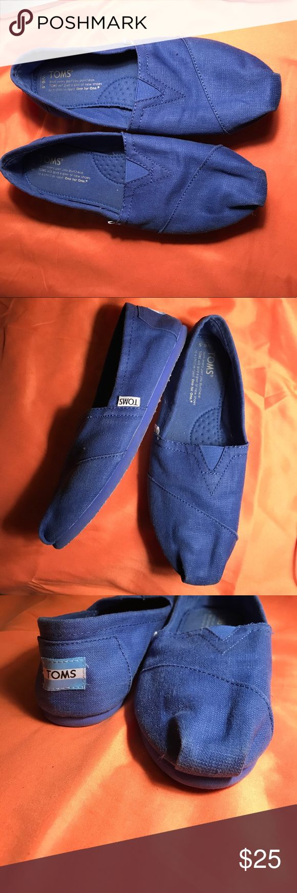 Royal Blue Toms 💙 Lightly worn toms, these were worn about three times. Always worn with no show socks , great condition, no rips or tares, size 6.5 Toms Shoes