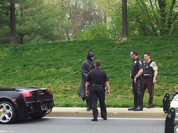 [Esplora il significato del termine: Se la polizia fa la multa a Batman Nel Maryland gli agenti fermano un uomo mascherato su una Lamborghini nera E in rete scatta la caccia a scoprire chi è] Se la polizia fa la multa a Batman  Nel Maryland gli agenti fermano un uomo mascherato su una Lamborghini nera E in rete scatta la caccia a scoprire chi è