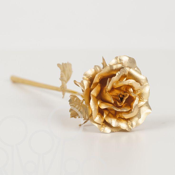 Trandafir placat cu aur de 24K Mindblower.ro Un cadou unic si deosebit, perfect pentru femeia moderna si sofisticata