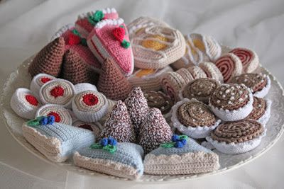 crochet small cake: Crocheted cakes - most crochet!                                                                                                                                                     More