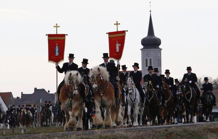 Alter sorbischer Brauch in Ralbitz:  Osterreiten; Old sorb tradition in Ralbitz: easter ride of the sorbian minority in upper lausitz