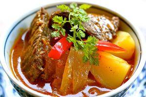 マッサマン  日本でベトナム風お好み焼き、西欧でベトナム風クレープなどと呼ばれるベトナム南部の粉物料理。ベトナム北部ではあまり食べられていないが、南部では日常的な家庭料理であるためレシピは多彩で、中に入れる具も多様である。