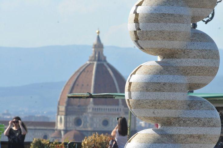 Firenze, il marmo di Park Eun Sun invade Piazzale Michelangelo