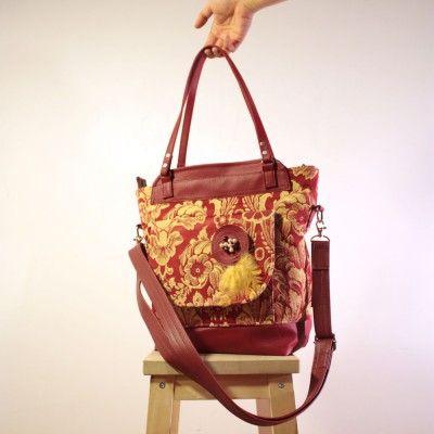 Stylish handbag for the demanding ladies.