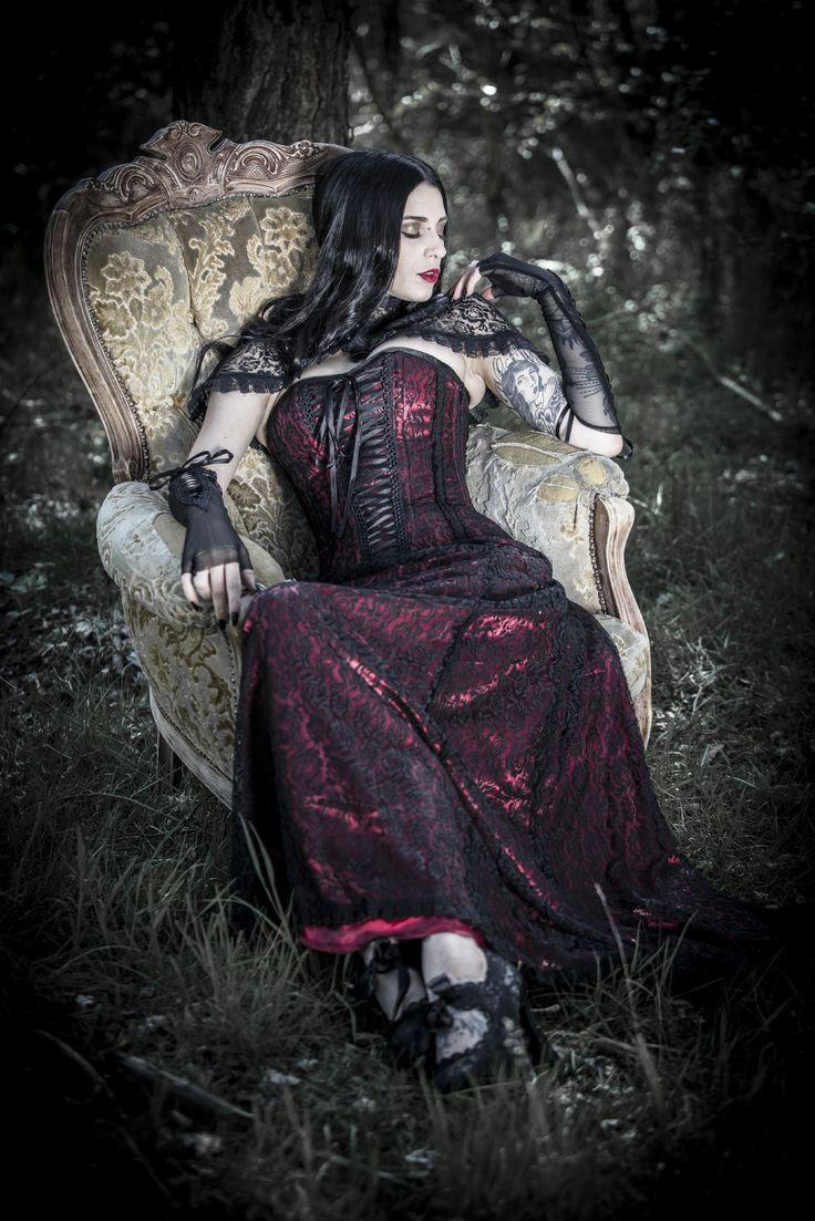 Die besten 17 Ideen zu Gothic Hochzeitskleid auf Pinterest ...