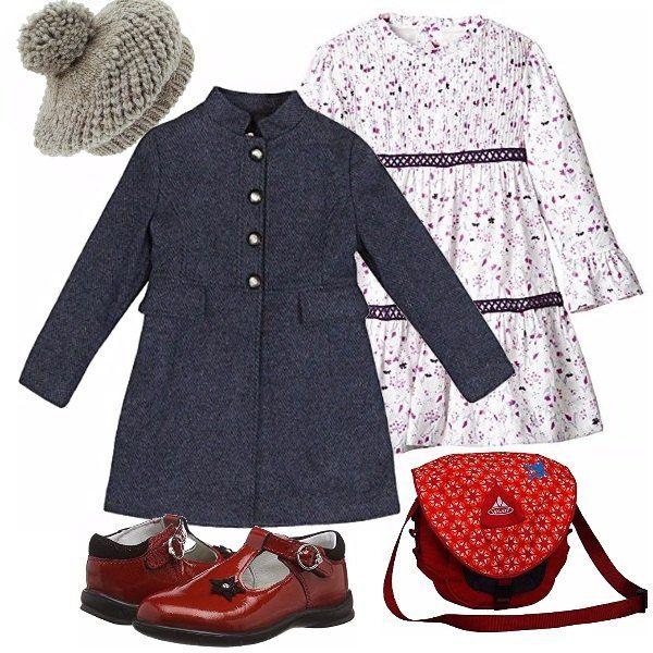 Romantico il bianco con i colori lavanda ed i nastri, basco grigio, cappottino con colletto alla coreana. per contrasto scarpina rossa rossa di vernice e borsetta a tracolla