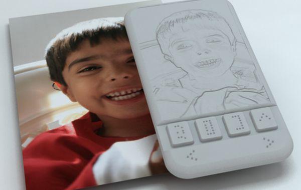 Un smartphone doté d'un écran haptique destiné aux non-voyants