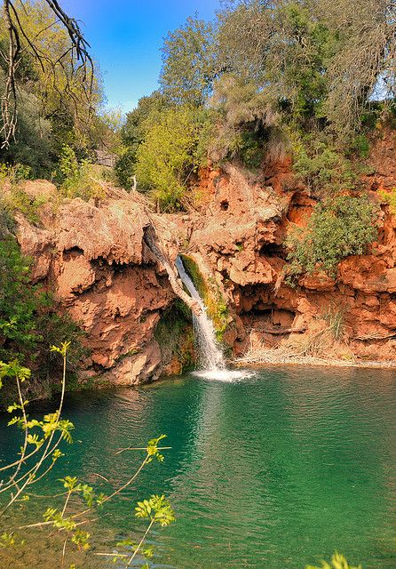 Pego do Inferno waterfall near Tavira in southern Portugal (by Daeveb).