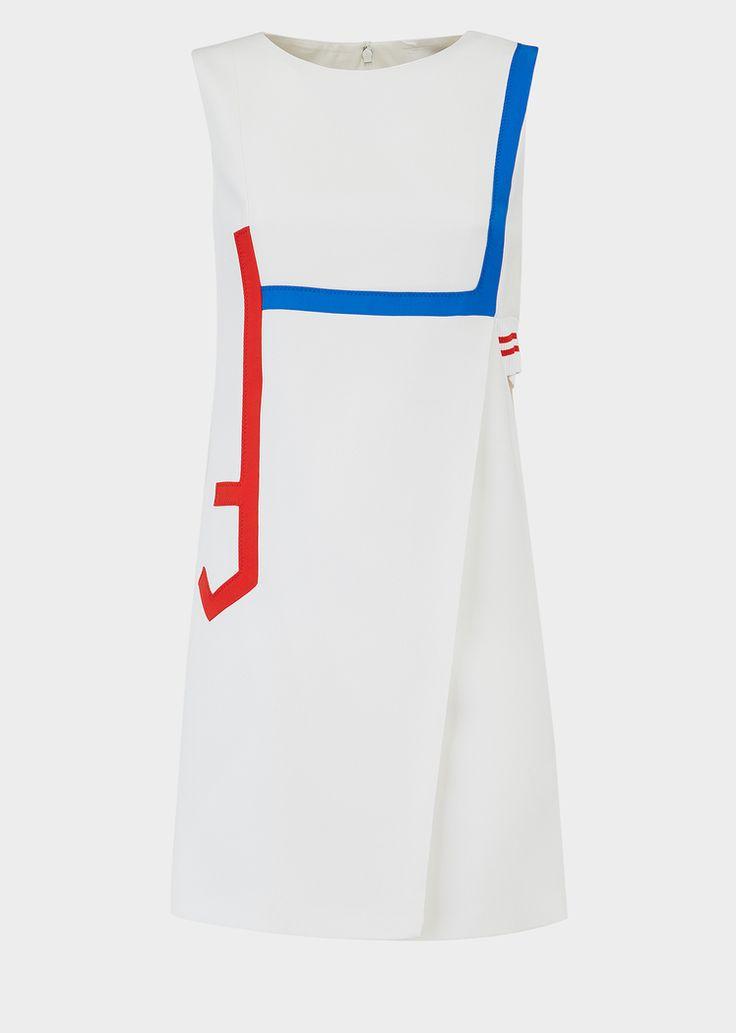 Robe en soie ouverte sur le côté - Versace Femme   Boutique en Ligne France. Robe en soie ouverte sur le côté de la Collection Versce Femme. Cette robe en soie légèrement ouverte sur le côté et ornée de rubans de soie colorés est parfaite pour toutes les occasions.