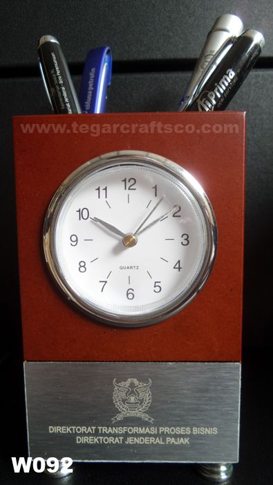 W092: A  pen holder plus wooden analog deskclock for souvenir events that held by  Direktorat Transformasi Proses Bisnis Direktorat Jenderal Pajak Kementerian Keuangan Republik Indonesia, Jakarta Indonesia.