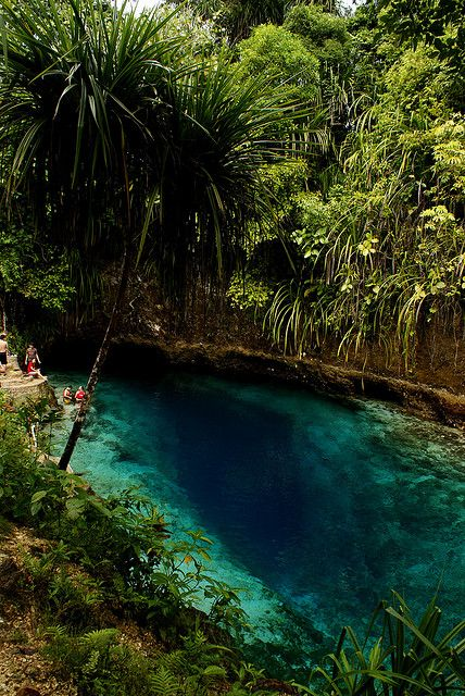 Hinatuan Enchanted River in Surigao del Sur / Philippines (by keirashley).