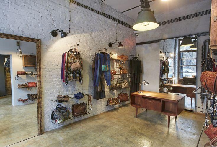 Od grudnia na Warszawskiej Pradze, przy ulicy Stalowej 50, działa Stalowa Boutique. W sprzedaży są przede wszystkim torby - włoskie rzemiosło, łączące najwyższą jakość, unikalne techniki barwienia skór oraz ich postarzania z wyszukaną estetyką, hiszpańska biżuteria i ubrania polskich marek.