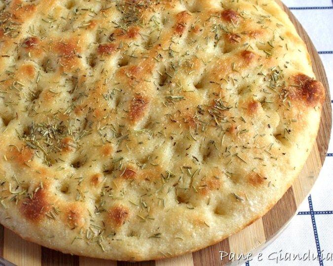 Focaccia morbida con patate