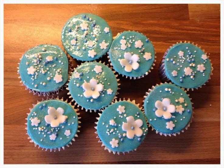 Blue summer cupcakes