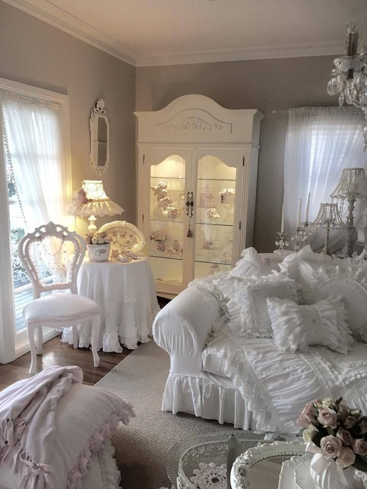 2625 best shabby is beauty 2 images on pinterest shabby chic style antique couch and antique sofa. Black Bedroom Furniture Sets. Home Design Ideas