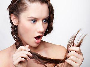 """Совет: как избавиться от секущихся кончиков волос Нужно смешать 1 яичный желток с 3 столовыми ложками оливкового масла и 1 столовой ложкой мёда. Наносите эту маску на кончики волос за 1 час до мытья головы. Продолжительность """"лечения"""" - 2 недели.  #волосы #маскадляволос #секущиесяконцы #superladies"""