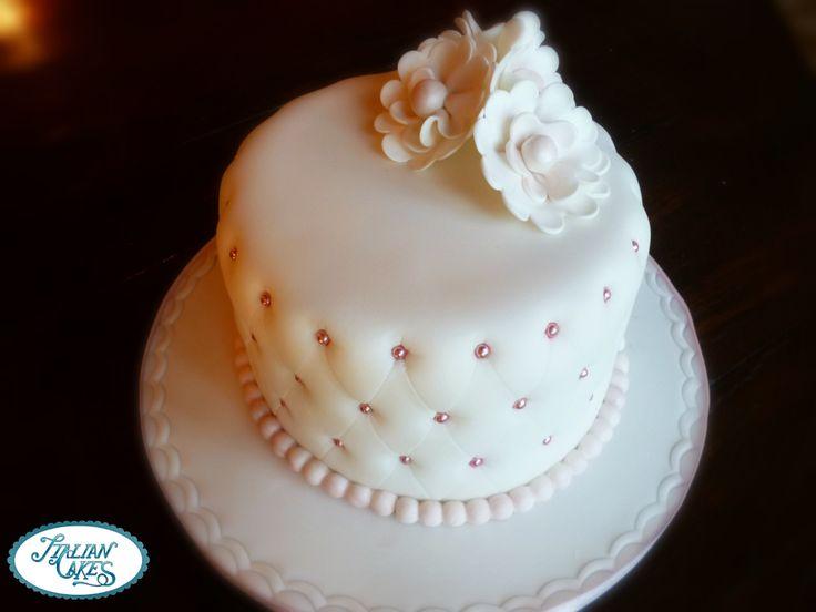 Torta Decorata In Pasta Di Zucchero Con Effetto Trapuntato