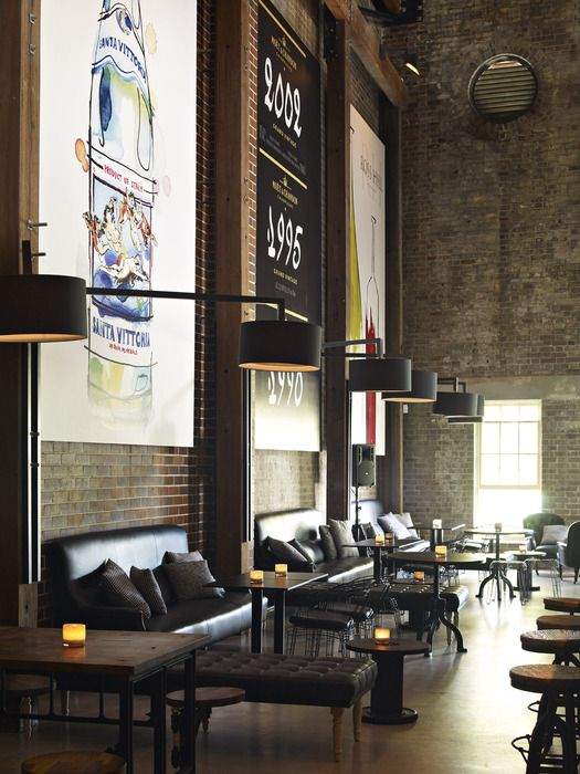 Restaurant / Bar Neild Avenue / Australia