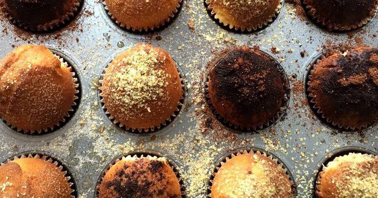 Mennyei Kürtőskalács muffin recept! Talán egyetlen süteménynek sincs akkora rajongótábora, mint a muffinnak. Nem véletlenül lopta be magát a szívekbe, elkészítése gyerekjáték, variációinak száma végtelen. Váratlan vendégek esetén is 30 perc alatt az asztalra tehetünk egy ízletes süteményt vagy akár egy délutáni filmnézéshez is tökéletes választás!