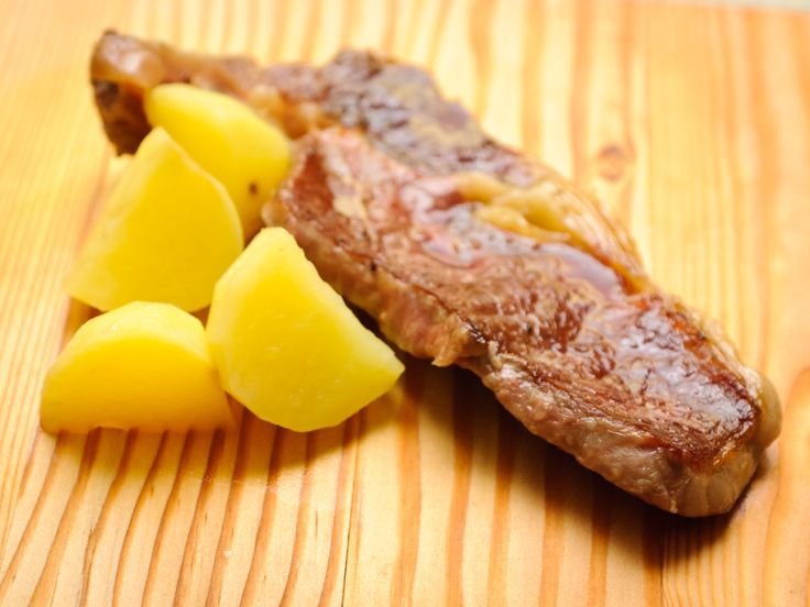 How to Cook Venison Steak Two Parts:Preparing the MeatCooking the Venison Venison is definitely one of the most leanest meats of all and it's certainly intense in flavour. Despite being pricey sometimes, it makes an excellent ingredient for top-notch dinners. Here's a very easy way of tackling the task, with plenty of room for variations. Enjoy!