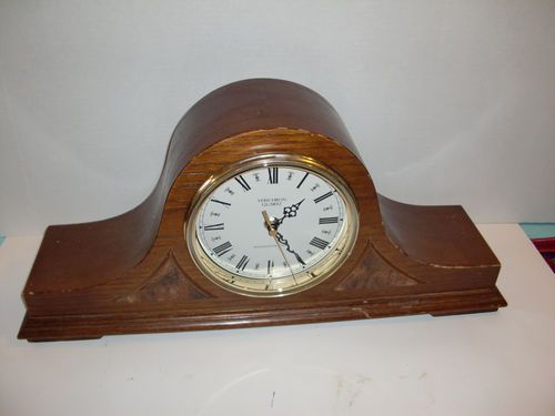 Vintage Verichron Quartz Wood Table Shelf Mantel Clock