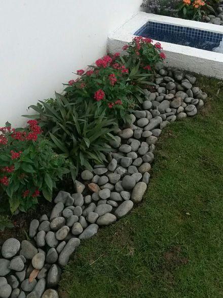 Jardim com seixos