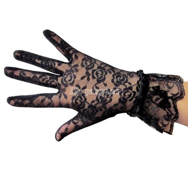 Черные кружевные перчатки под платье