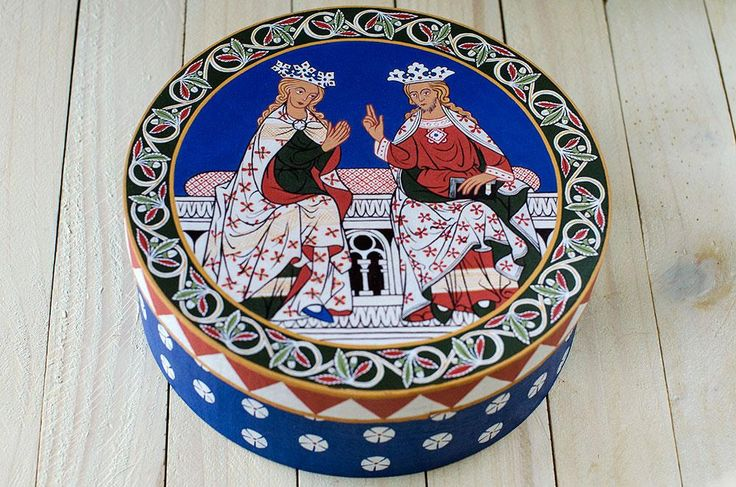 The royal couple - box inspired by the paintings of the church in Wienhausen - Germany, 1335.