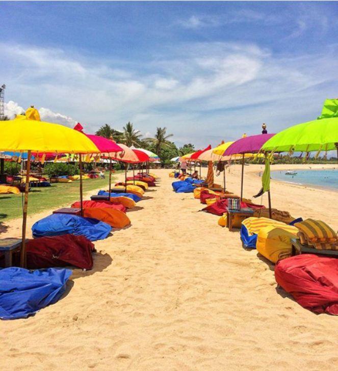Chill on the beach. Photo by: @nancyaryasubawa #ayodyabeachbar #mengiatbeach #bali #ocean