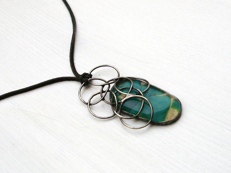 V pralesní laguně Šperk byl vytvořen do soutěže klubuTvoříme šperky z cínuna téma:Volání divočiny. Přívěsek znázorňuje milostný pralesní lagunu - malé, hluboké jezírko, ve kterém se zrcadlí sytá zeleň okolních stromů a rostlin. Padající listy a hmyz vytváří na hladině jemně houpavé kruhy... Hlasovací blog zde: ...