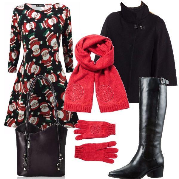 Ecco un outfit pensato per le vacanze di natale, a passeggio in città: vestito con stampa di Babbo Natale, mantella nera, stivali neri dal tacco basso, borsa nera, sciarpa e guantini rossi Desigual.