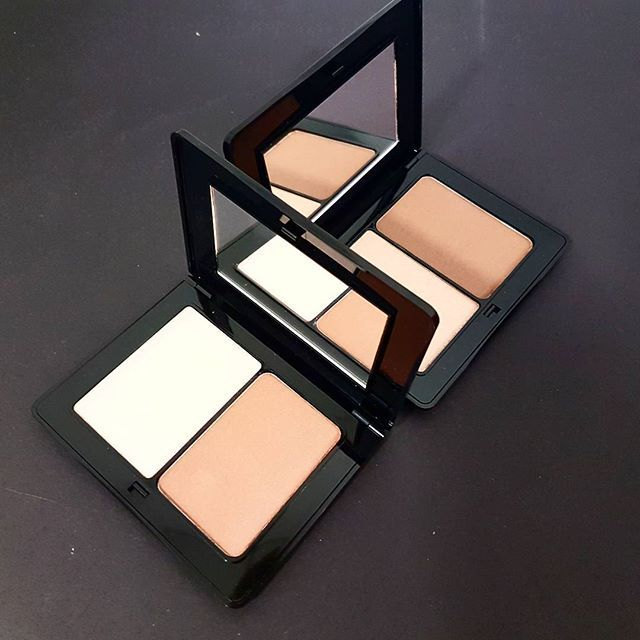 Strobing & Sculpting is your must-have 2 in 1 palette, that should take centee stage in your festive makeup looks! With the dark shade contour and give depth to your features and with the light brighter shade give emphasis to the features you want to stand out!  #contouring #strobing #contourset #sculpting #makeup #radiantprofessional #new #contouringpalette #contour #highlight