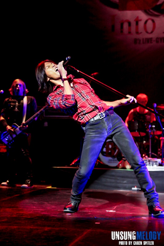 Unsung Melody - A concert photo gallery of B'z in Hollywood!