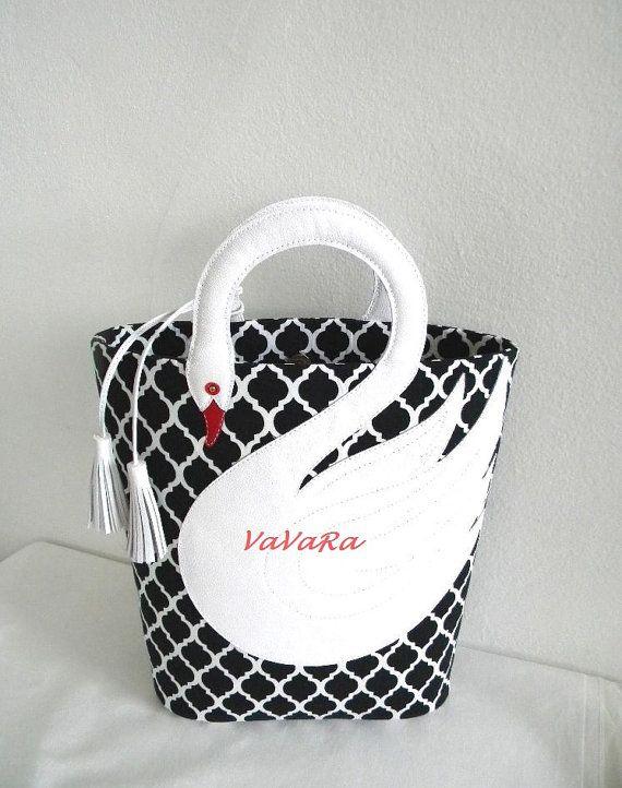 25 beste idee n over quatrefoil pattern op pinterest doe het zelf tassen lapwerk tassen en - Wit lederen bed ...