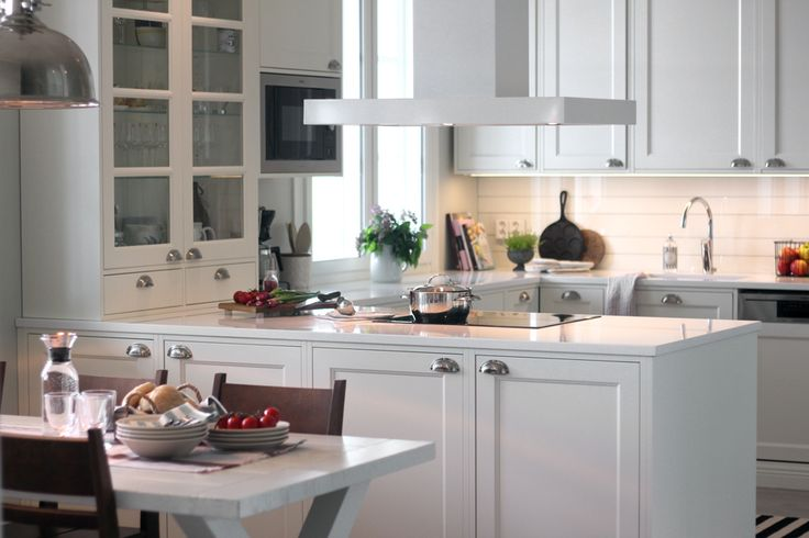 Maalaistyylinen keittiö. #countrystyle #finishdesign #kitchen © AX-Design Oy, Finland