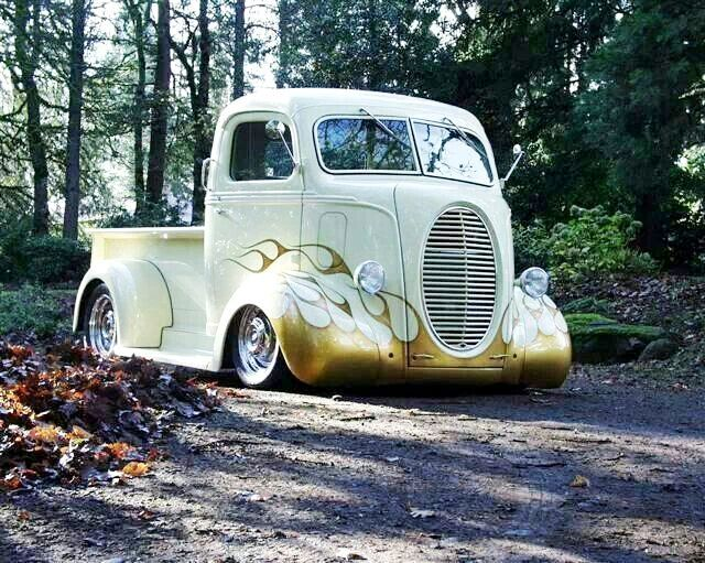 Love these old trucks !