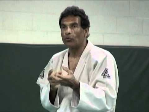Amazing Rorion Gracie Teaching Demo (Excerpt from ICP Lesson 21: One-on-one Retention) - YouTube