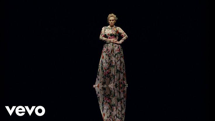 """Adele - Send My Love - Álbum: 25 - 2015 -  interpretada por la cantautora británica Adele perteneciente a su tercer álbum de estudio, 25. Salió al mercado musical el 22 de mayo de 2016 a través de XL Recordings como tercer sencillo de dicho disco. Adele co-escribió la canción con Max Martin y Shellback que además también la produjeron. """"Send My Love (To Your New Lover)"""" es una canción pop con un sonido enérgico.El vídeo de la canción dirigido por Patrick Daughters fue estrenado el 22/5/2016."""