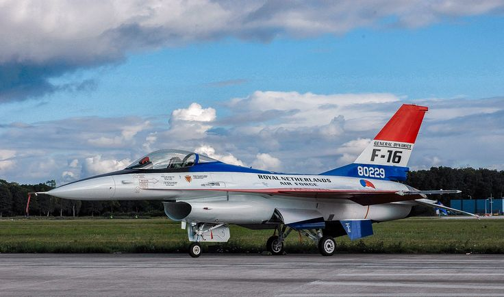 2004-06-19 at the  Volkel Airshow (NL) this instructional airframe was painted in a paintingscheme of the YF-16 testflight in 1974. In 1979 the first Dutch F-16 was officially handed over to the Royal Dutch Air Force. 2004 marks the 25th anniversary of the F-16 in service.