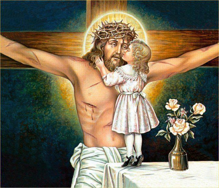 Η σκανδαλιάρα Λουίζα ξέφυγε από την προσοχή της μαμάς και ανέβηκε με τα παπούτσια στο τραπέζι να φιλήσει τον Χριστούλη.