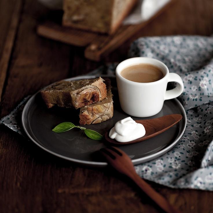 неделя 1. вопрос 4. выпить чашку горячего кофе со сладостью, размять уставшие ноги...