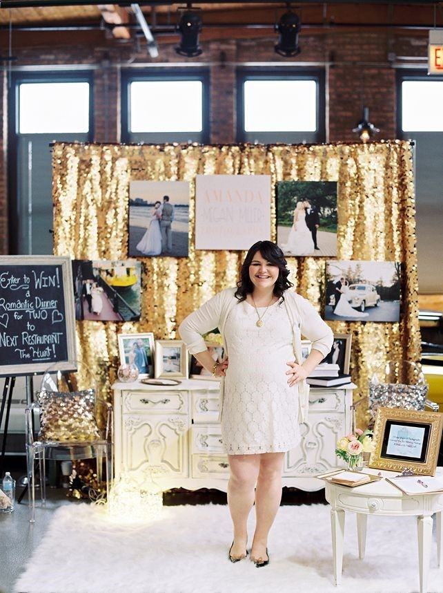 This is cute and simple bridal show booth idea, use a glitter backdrop ?