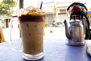 Ca phe sua da, Vietnamese ijskoffie met gecondenseerde melk.