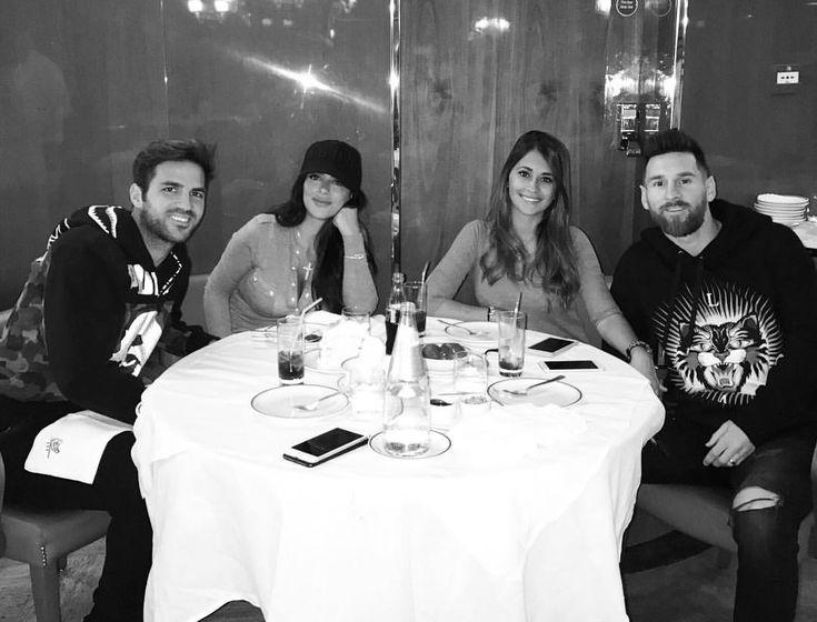 """493.6 mil Me gusta, 1,410 comentarios - AntoRoccuzzo88 (@antoroccuzzo88) en Instagram: """"Hermoso almuerzo con ellos!❤️ @daniellasemaan @cescf4bregas @leomessi !! Hasta la próxima 😘😘"""""""