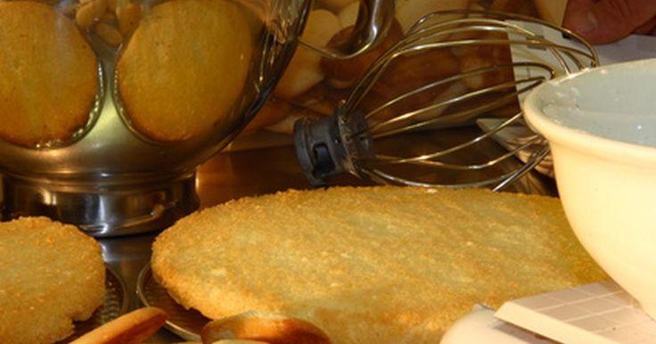 Como assar bolos e pães na superfície de um fogão à gás. Algumas vezes, assar pães e bolos na superfície do fogão pode ser mais conveniente. Não é necessário ficar se abaixando e levantando muito peso, e dependendo do que você está assando, o tempo de cozimento pode ser menor na superfície do fogão do que no forno. Bolos e pães têm um cozimento diferente e nem todos os tipos podem ser feitos fora do ...