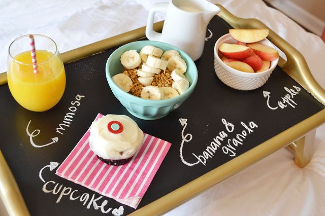 How to: Breakfast in Bed on  www.allthingspinkandpretty.comBreakfast In Bed, Chalkboards Servings, Diy Chalkboards, Chalkboards Details