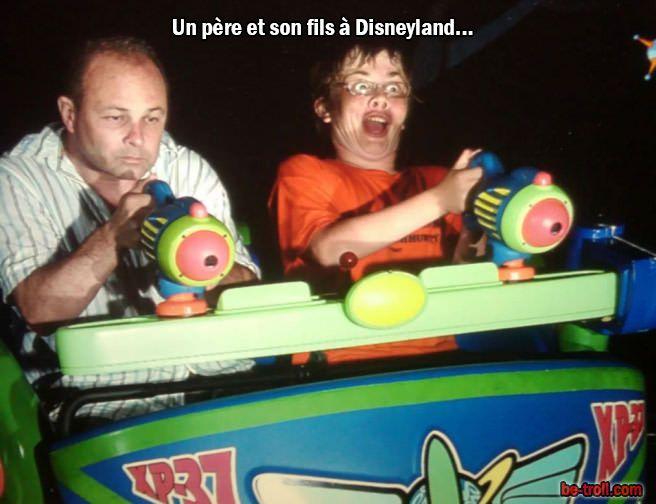 Un père et son fils à disneyland… | Be-troll