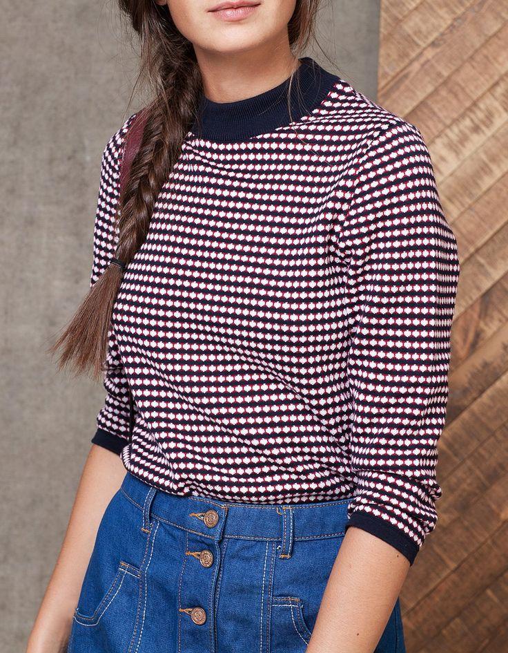 Żakardowy sweter z geometrycznym wzorem