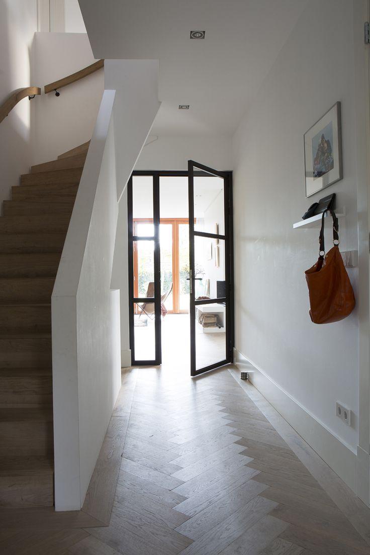 Boks architectuur entreehal stalen deuren